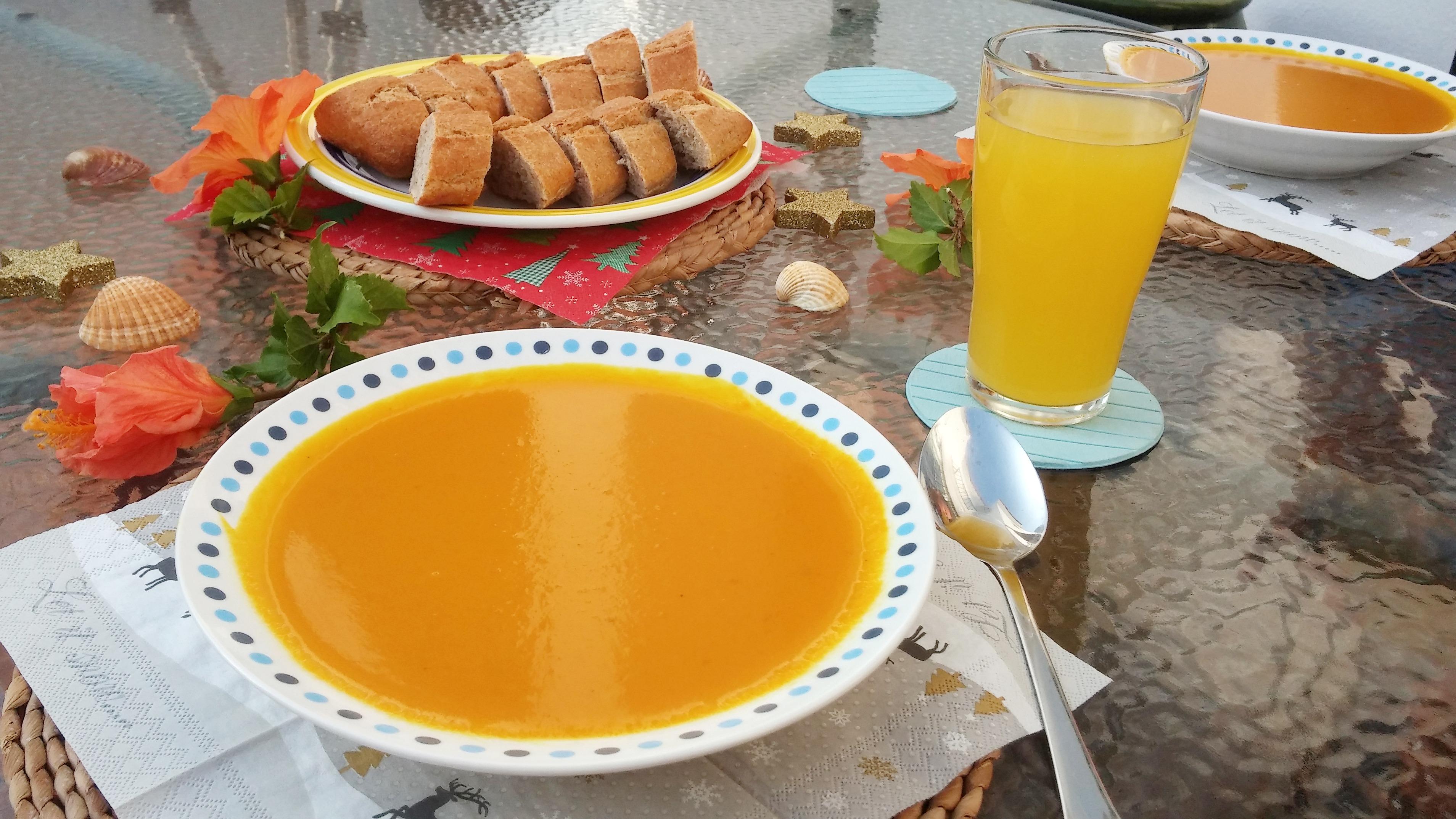 Kürbis-Kokos-Ingwer-Suppe á la Papa